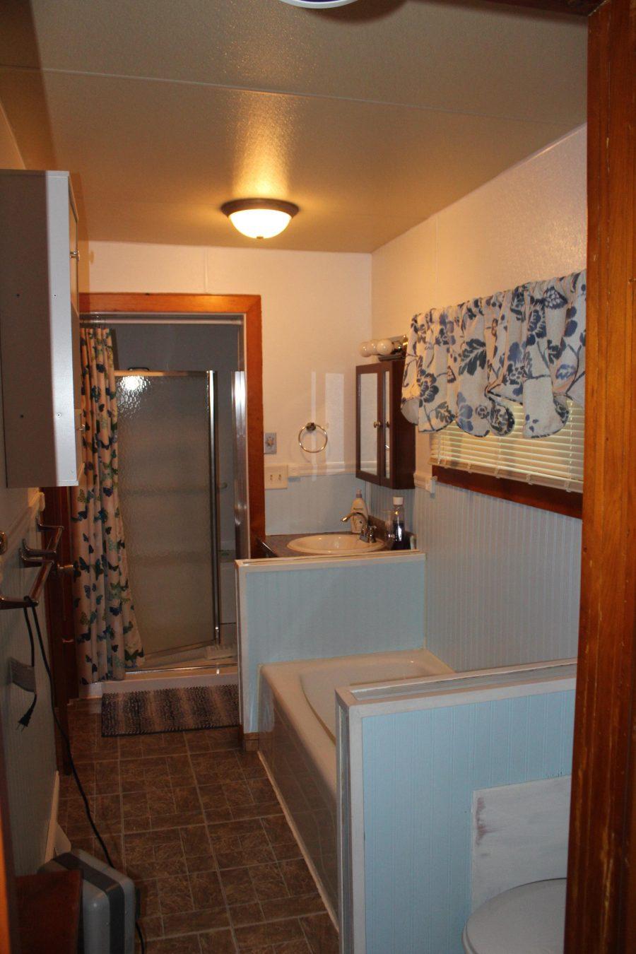 330 W State St 9 Bathroom