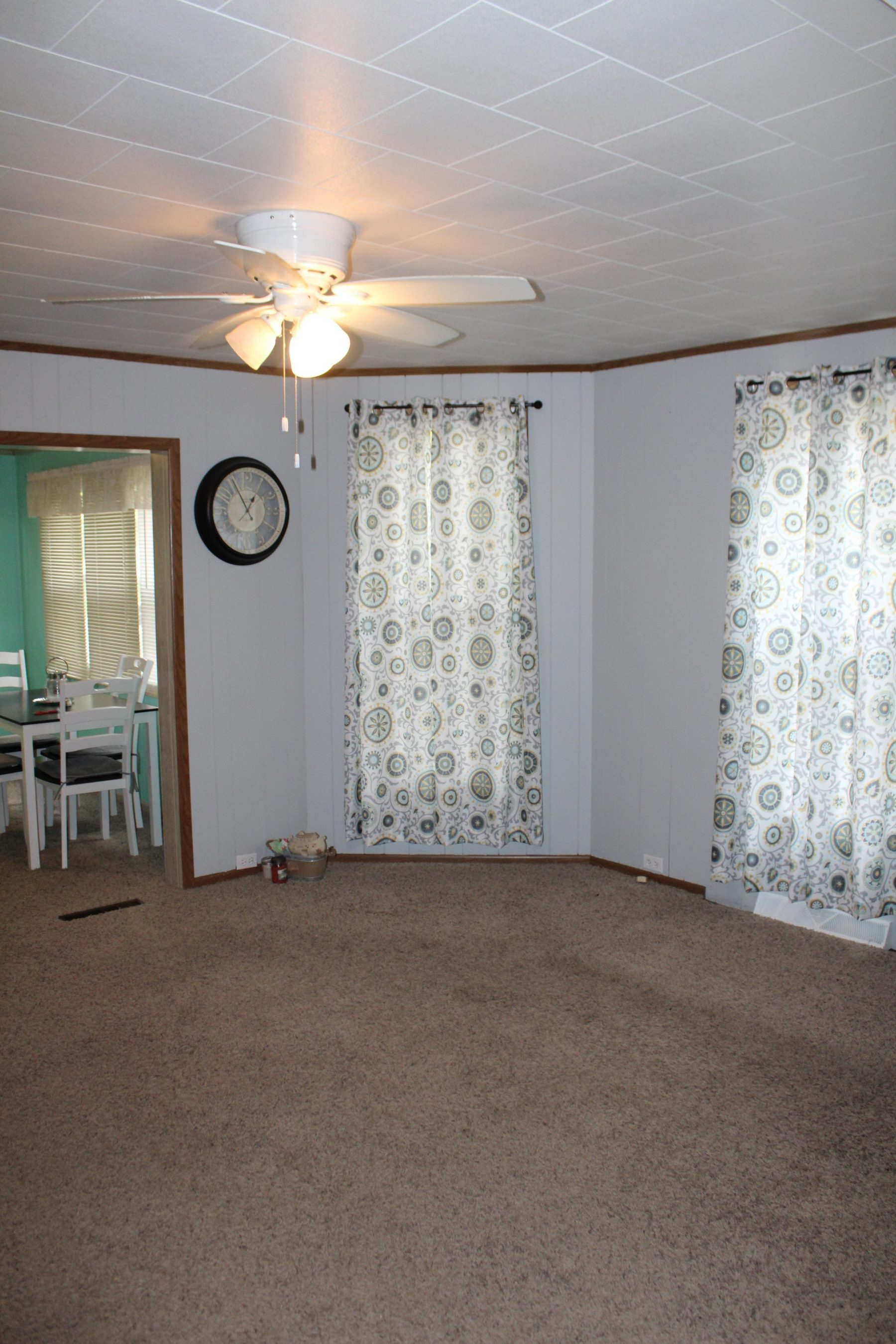 330 W State St 15 Living Room
