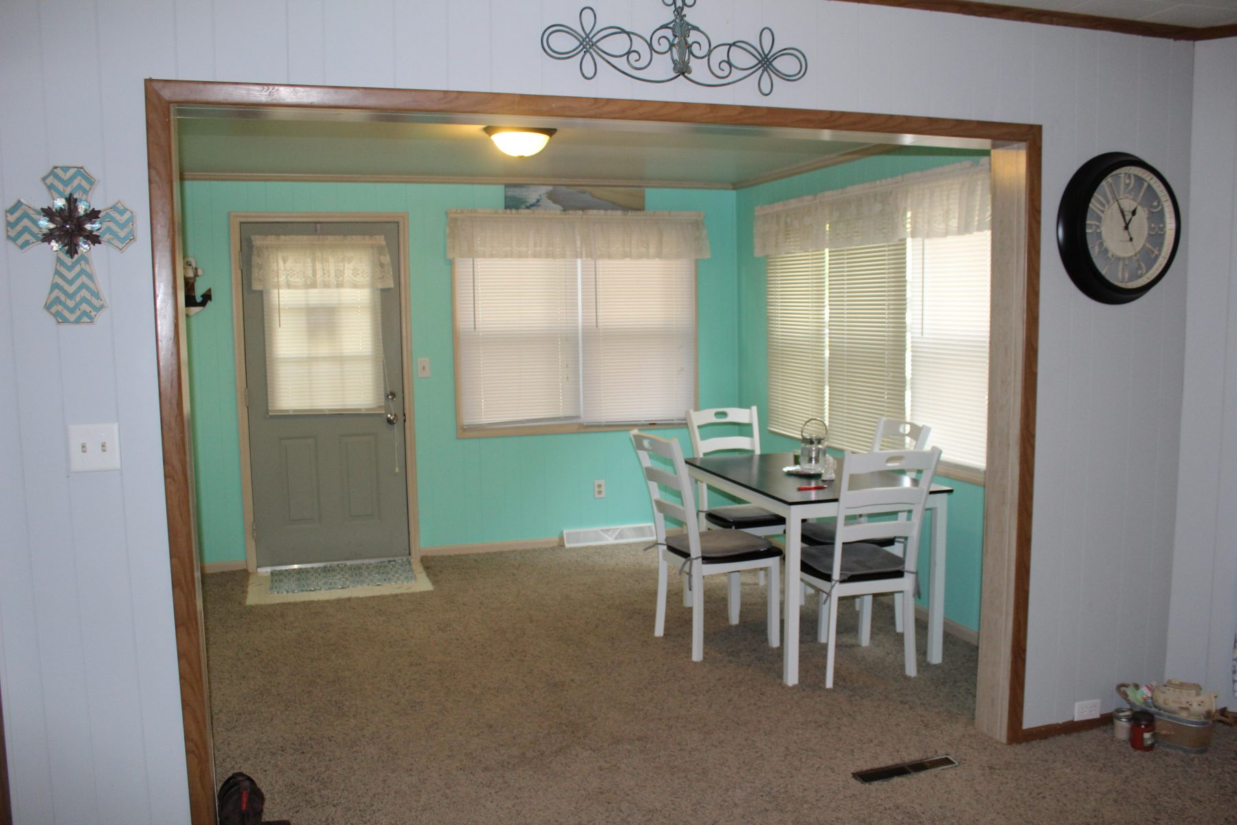 330 W State St 16 Enclosed Front Porch