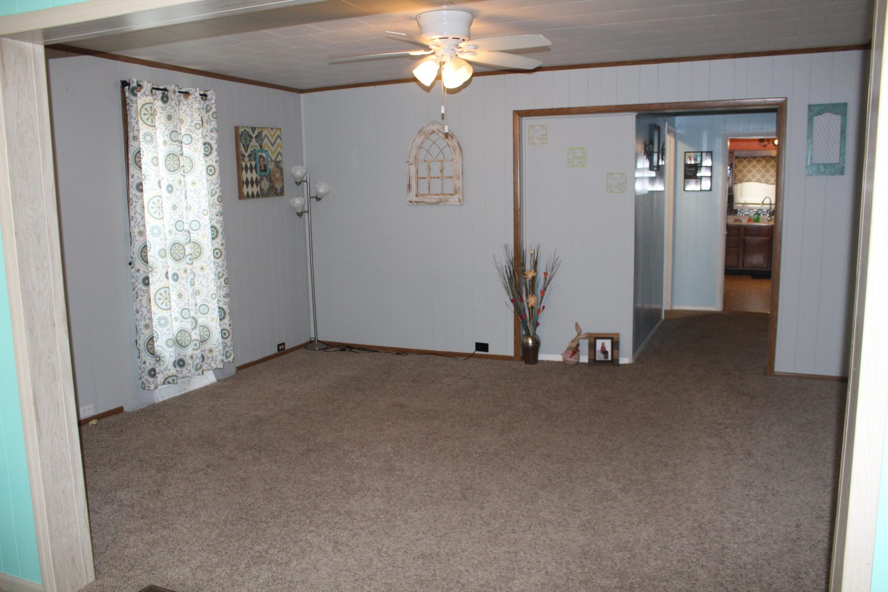 330 W State St 17 Living Room